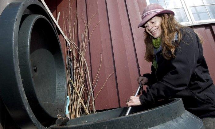 Kursholder er Nina Berge som har holdt kompostkurs i en årrekke